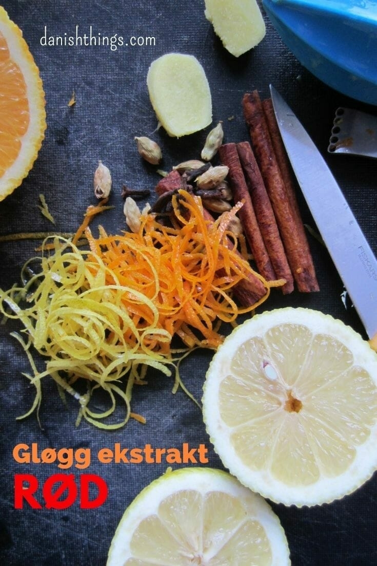 RØD Gløgg af hjemmelavet ekstrakt - Opskrift på RØD Gløgg ekstrakt til den danske udgave af Glühwein. Denne version er en klassisk dansk gløgg med rødvin, rosiner og mandler. Du finder opskrifter på både hvid og rød gløgg på danishthings.com og på gløgg-flødeboller. Find opskrifter, gratis print og inspiration til årets gang på danishthings.com #DanishThings #gløgg #gløggekstrakt #ekstrakt #glüwein #jul #drik #varm #hygge #dansk #vinter #vinterdrik #vinterstemning #vinterhygge