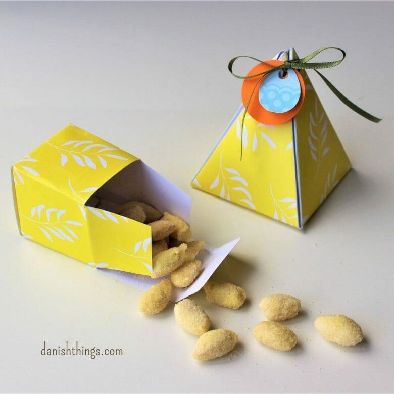 Påskeæsker - gule æsker til påske. Giv en gave til én du holder af, i en hjemmelavet gul gaveæske. Find 3 gratis modeller, du kan printe, folde og bruge til din gave – om det er påske, fødselsdag, jul eller en hel fjerde anledning. Du finder instruktioner, gratis print, opskrifter og inspiration til årets gang på danishthings.com #DanishThings #påske #påskeæske #gaveæske #gave #gul #påskegave #æske #gaveæsker #jul #fødselsdag #lav-den-selv